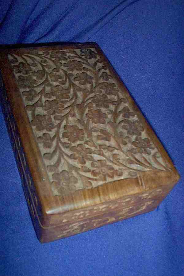 "CARVED WOODEN BOX 8"" * 5"""