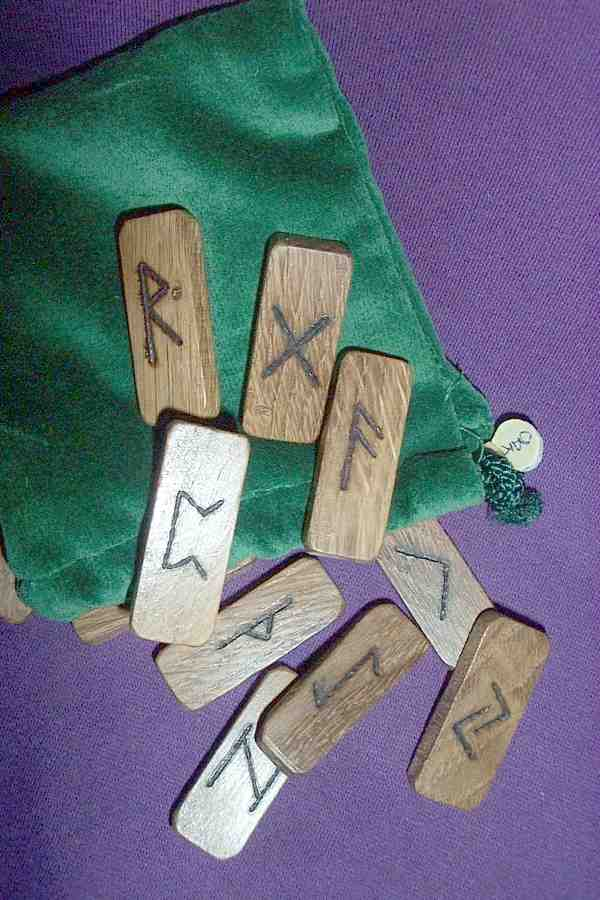 HARDWOOD (DOMINO) RUNE SET