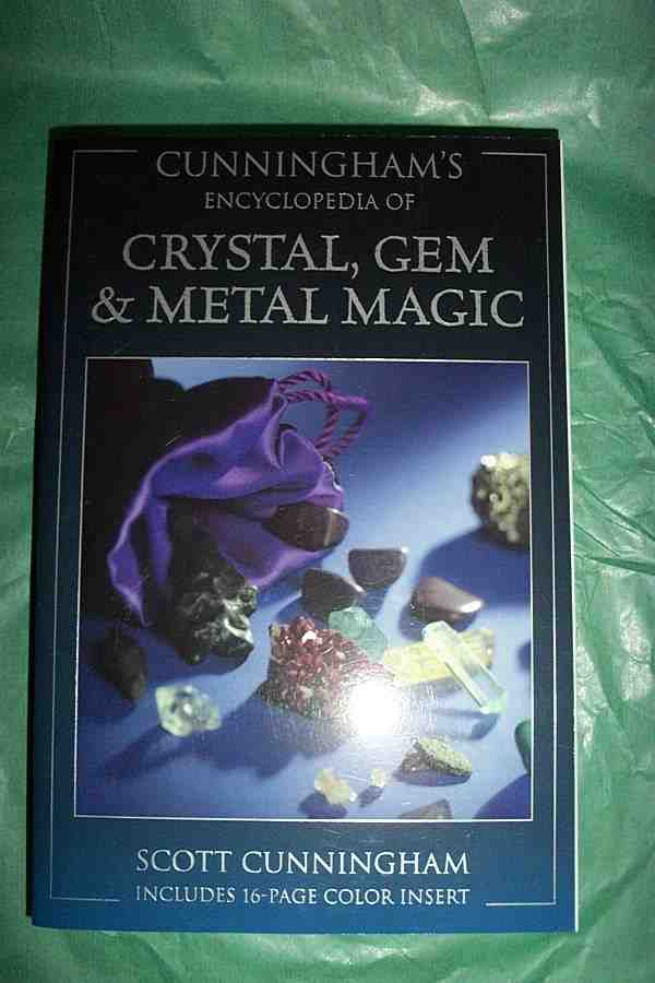 CUNNINGHAMS ENCYCLOPEDIA OF CRYSTAL, GEM & METAL MAGIC